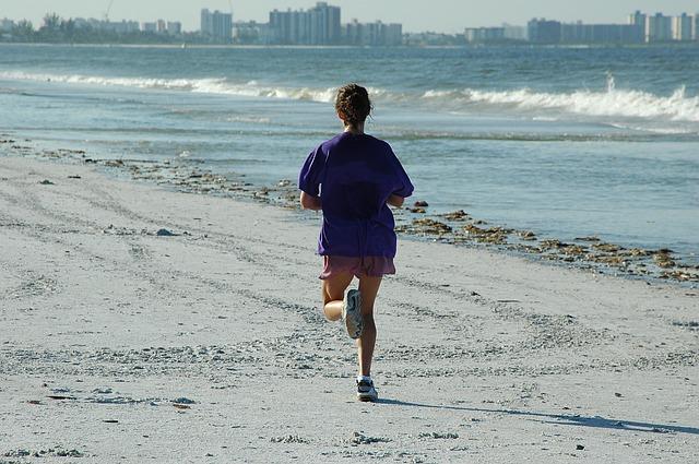 woman-jogger-1678716_640